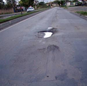 Deixaram a avenida totalmente abandonada. E, agora, surge a CVI com a solução milagrosa! Ave!