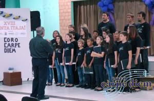 Coro Carpe Diem se apresentando no Canta Itajaí do ano passado